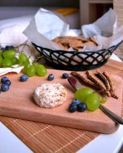 Cashew Cheese & Crackers (DSC_0678)