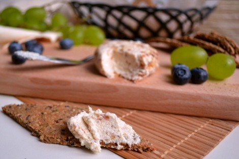 Cashew Cheese & Crackers (DSC_0685)