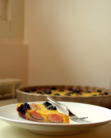 Saffron Custard Tart with Figs & Blackberries (DSC_1098)