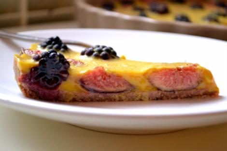 Saffron Custard Tart with Figs & Blackberries (DSC_1100)