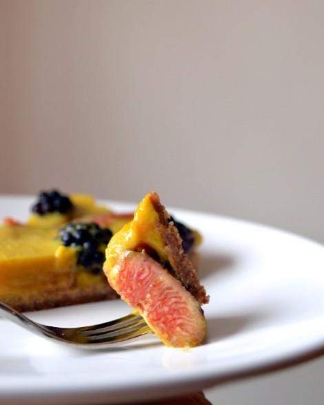 Saffron Custard Tart with Figs & Blackberries (DSC_1111)