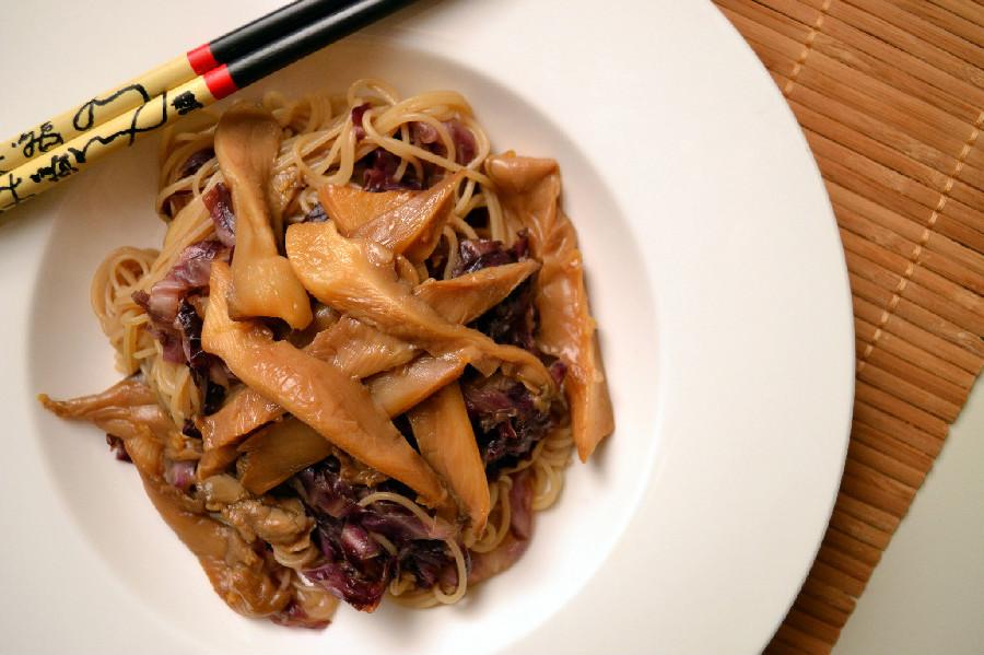 6 Ingredient Noodle Oyster Mushroom Amp Red Cabbage Bowl