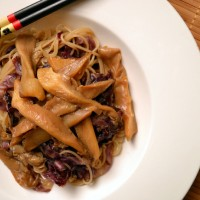 6 Ingredient Noodle, Oyster Mushroom & Red Cabbage Bowl