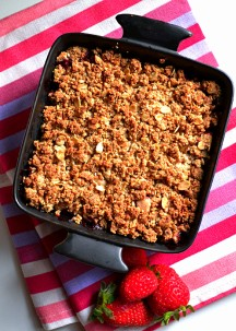 Strawberry Tahini Crisp w: Coconut Tahini Crème (DSC_1104)