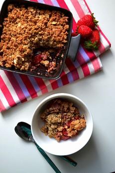 Strawberry Tahini Crisp w: Coconut Tahini Crème (DSC_1109)
