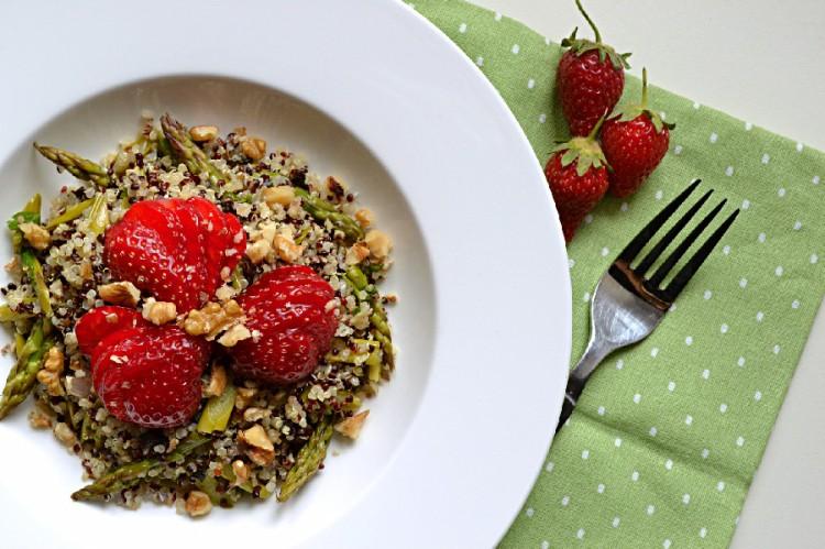 Quinoa, Asparagus & Strawberry Salad (DSC_0117)
